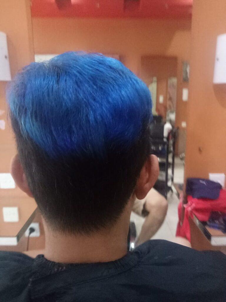 Waarna rambut biru elektrik